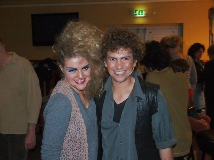 Foto's voor, tijdens en na de voorstellingen van Urinetown door Musicalverenigin…