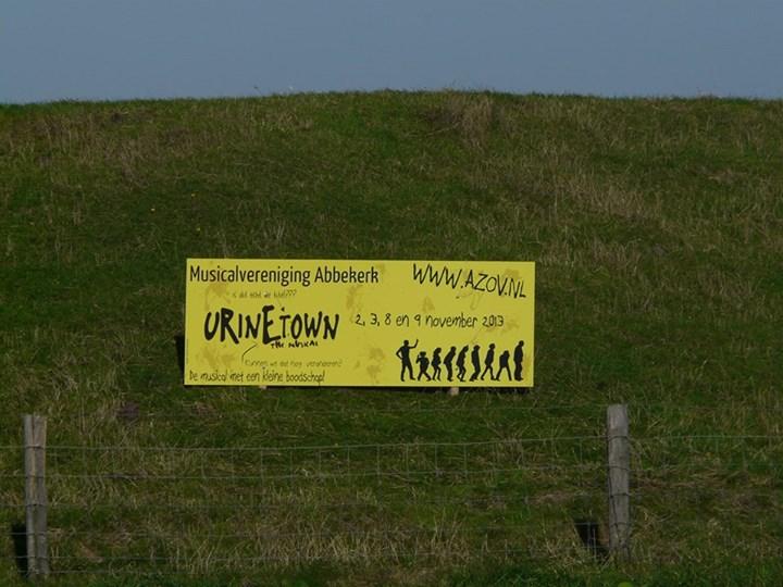 Dit bord komt u tegen als u vanaf de A7 richting Medemblik rijdt.